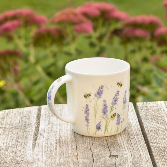 Krus humlebier og lavendler - Roy Kirkham